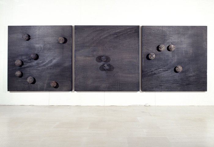 Untitled, 1995, plywood, 13 wood spheres, 13 motors with 3 different speeds, 160x490cm