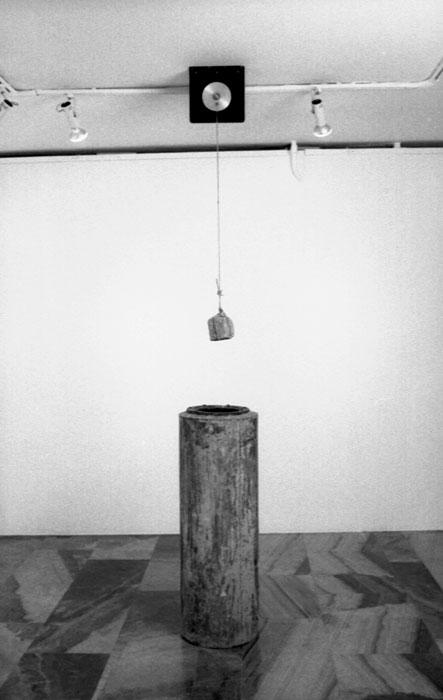 Le pave de Dusseldorf, 1996, inoxidizable iron, water, stone, motor, pot 110x38cm, variable dimension